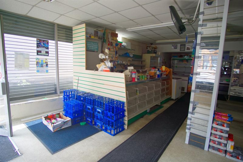 Large Retail Unit to Let in Deepdale, Preston