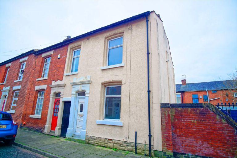 3-Bedroom House for sale in Elmsley St, Preston
