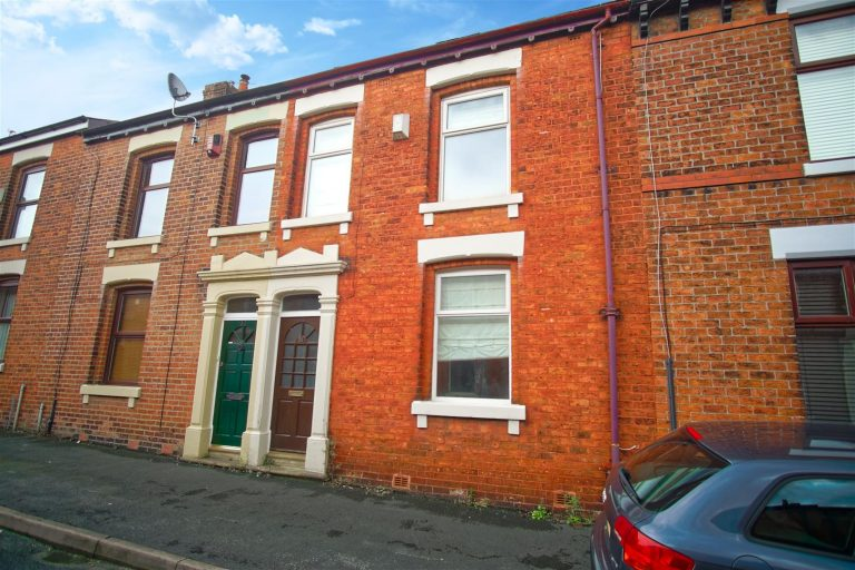3-Bedroom House to Let in Fulwood, Preston
