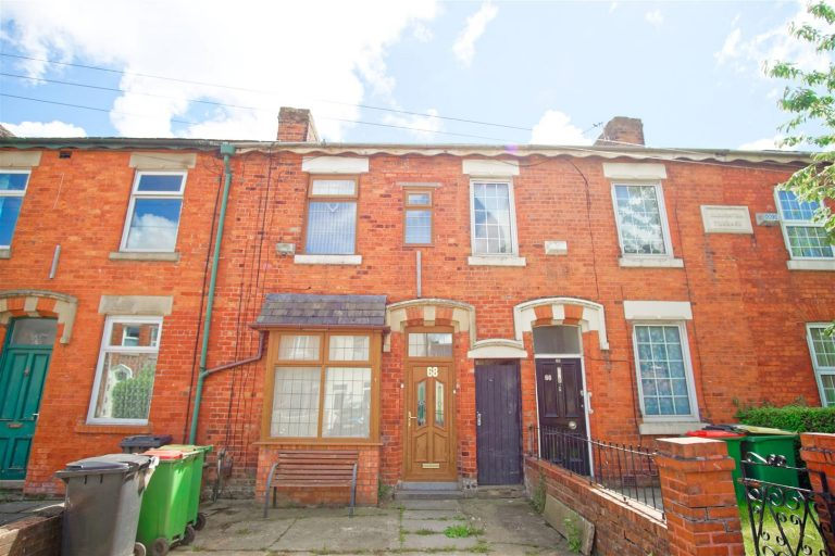 3-Bedroom House to Let in Miller Road, Preston