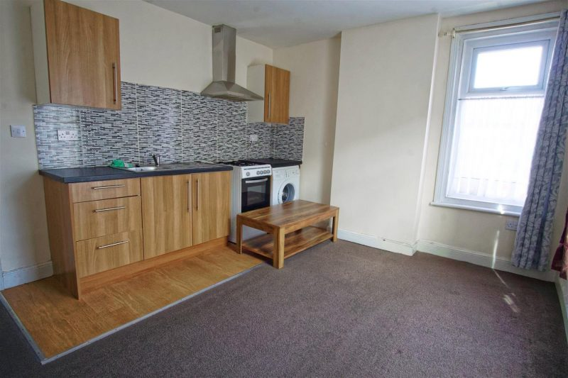 1 Bed flat to rent on New Hall Lane, Preston