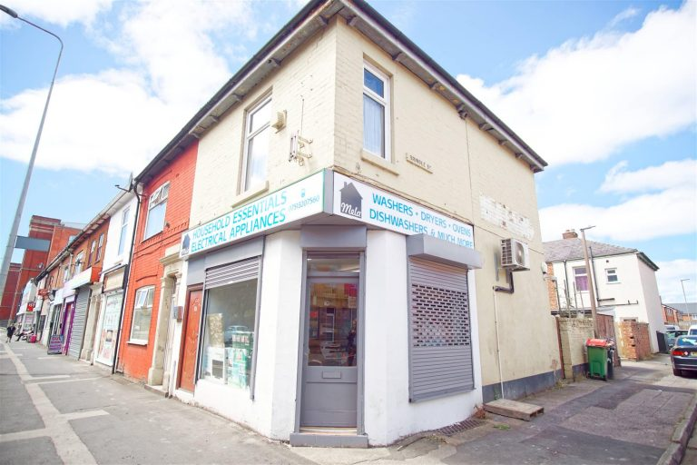 Commercial Premises to Let on New Hall Lane, Preston