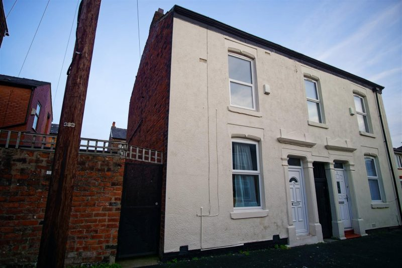 2 Bed Property to Let on Crowle Street, Preston