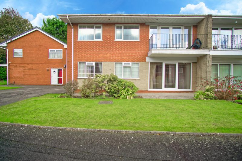 Beautifully presented 2 Bed first floor flat on Spinney Brow,Preston