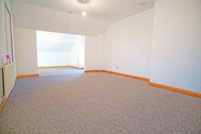 Spacious 2 Bed flat to let on Ribbleton Avenue,Preston