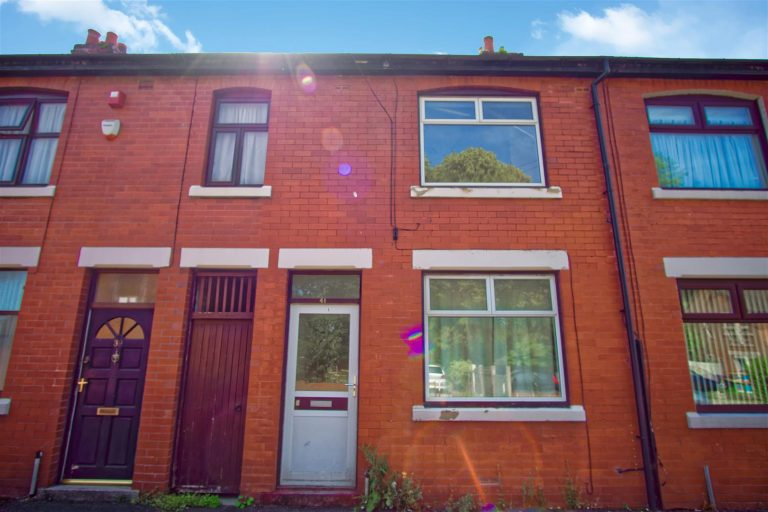 2 Bed house to let on James Street, Preston