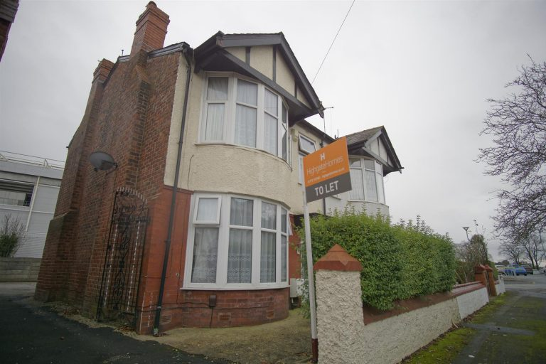 3 bed house to let on Sherbourne Crescent, Preston