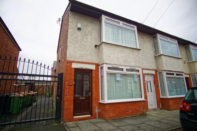 2-bed house to let on Castleton Road, Preston