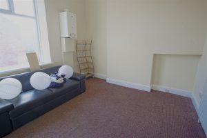 Spacious flat to rent on Ribbleton Avenue, Preston