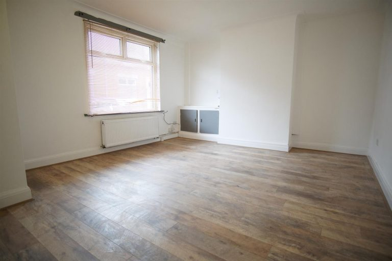3 bed to rent on Waverley Road, Preston