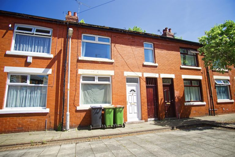 3-Bed House to Let on Taylor Street, Preston