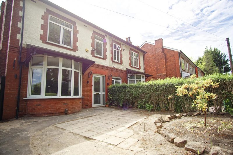 3-Bed House To Let on New Hall Lane, Preston