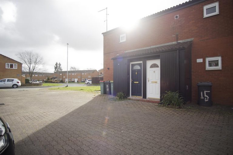 2-Bed Flat to Let on Threefields, Ingol, Preston