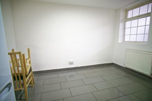 4-Bed Flat to Let on East Street, Preston