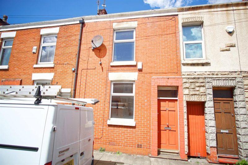 2-Bed House to Let on Eldon Street, Preston
