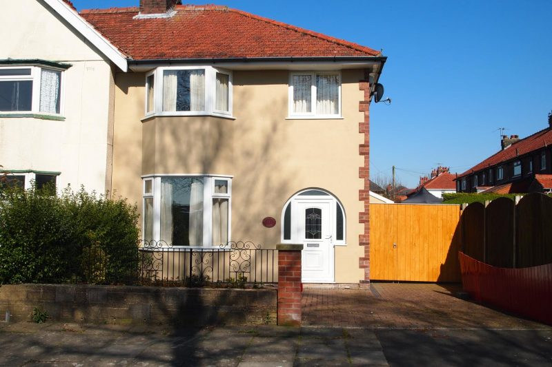 3-Bed House to Let on Hardcastle Road, Preston