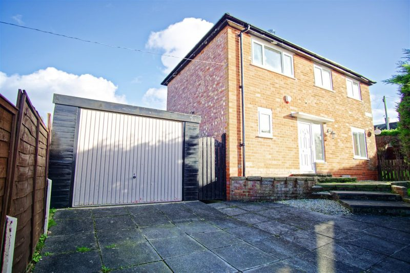3-Bed End-Terraced House for Sale on Luton Road, Preston