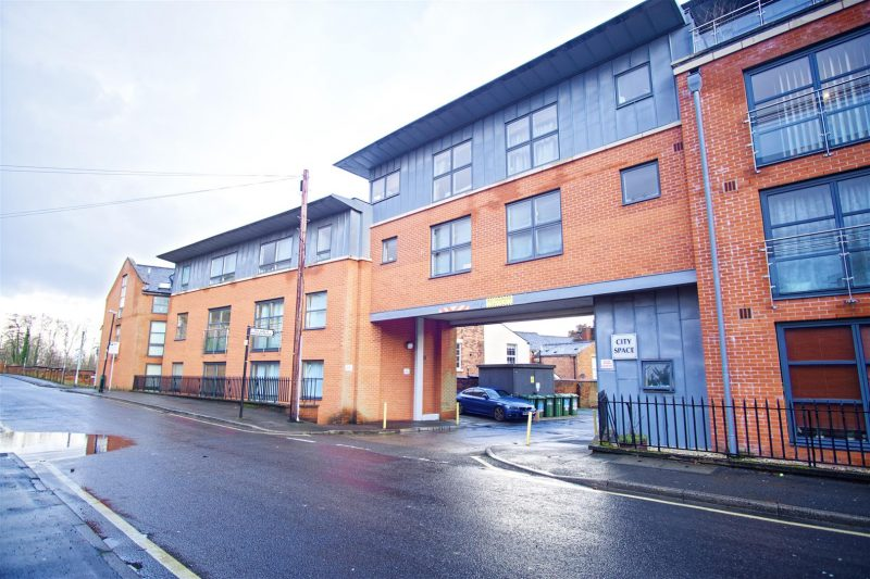 1-Bed Flat to Let on East Cliff Road, Preston