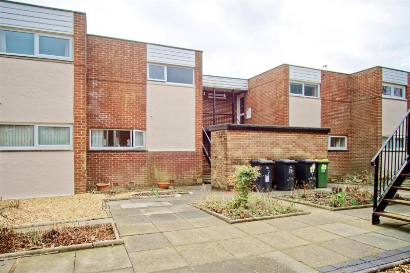 2-Bed Flat to Let on Tinniswood, Preston