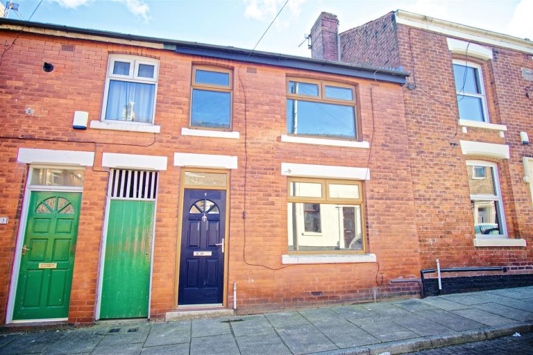 3-Bed Terraced House to Let on Rossall Street, Preston