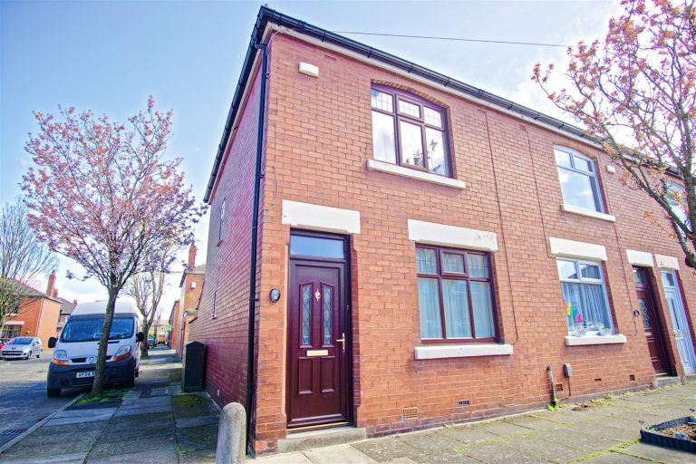 2-Bed End-Terraced House for Sale on Murdock Avenue, Preston