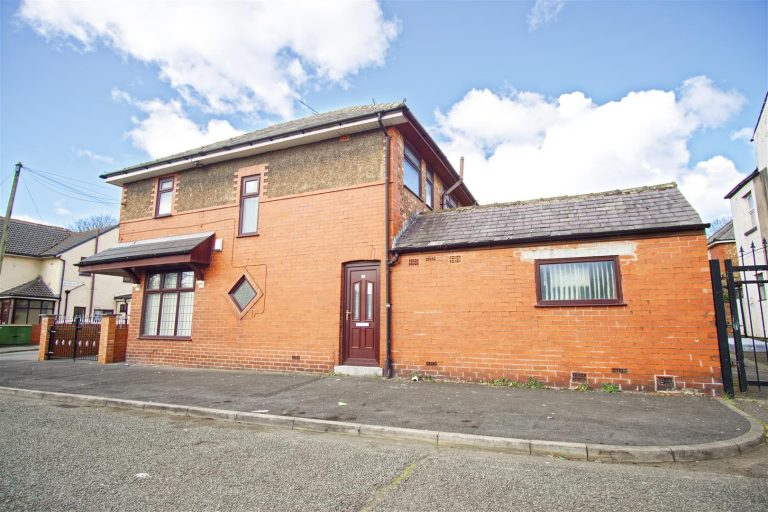 3-Bed House to Let on Selbourne Street, Preston