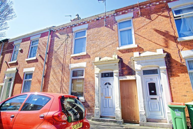 2-Bed Terraced House to Let on Cambridge Street, Preston