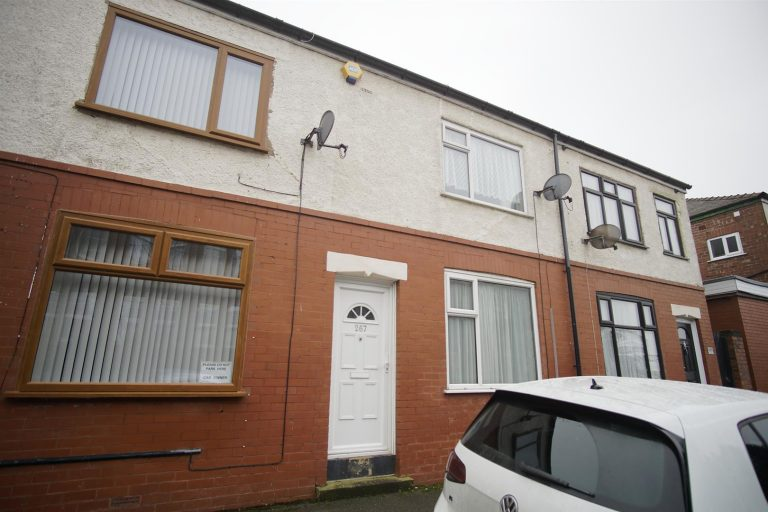 2-Bed Terraced House to Let on Manchester Road, Preston
