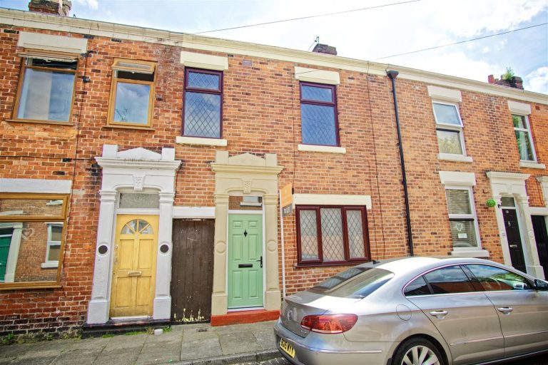 2-Bed Terraced House to Let on Rossall Street, Preston